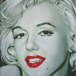 Die kleine Marilyn mit offenem Mund